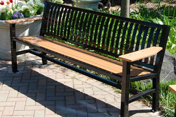 recycled-plastic-bench-thomas-steele